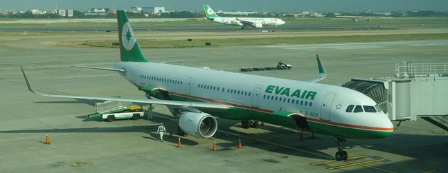 review of eva air flight from taipei to hong kong in economy. Black Bedroom Furniture Sets. Home Design Ideas
