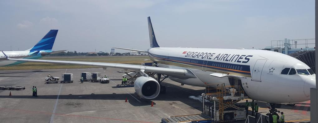 Review of Singapore Airlines flight from Surabaya to Singapore in ...