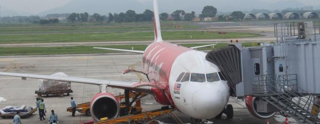 review of air asia flight from kuala lumpur to hanoi in economy. Black Bedroom Furniture Sets. Home Design Ideas