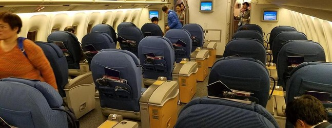 Flight in Boeing 767-300/ER : 422 photos reviews about this
