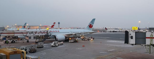 review of air canada flight from toronto to san francisco in business. Black Bedroom Furniture Sets. Home Design Ideas